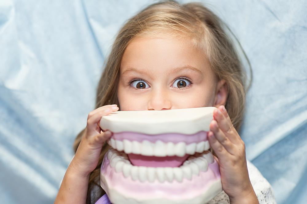 https://dentalspa.com.ua/wp-content/uploads/2017/12/Dityacha-stomatologiya.jpg